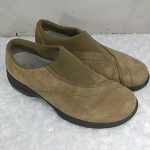 Merrell pull on loafer tan suede size 8